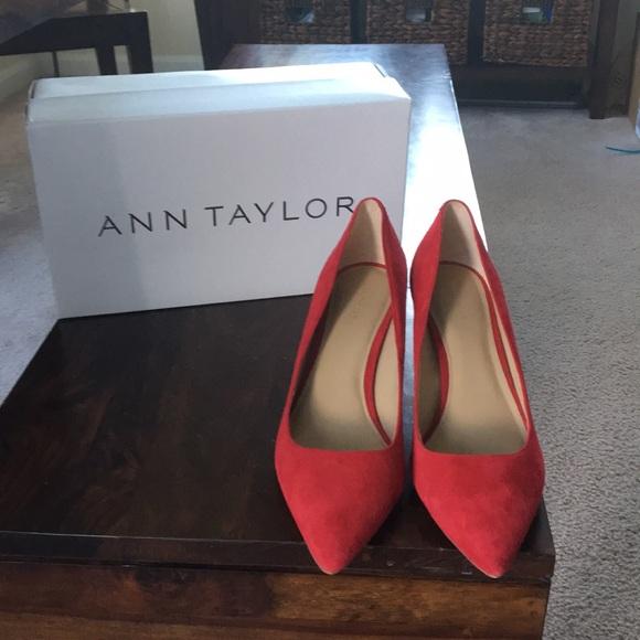 224a10423fb Ann Taylor Shoes - Ann Taylor size 9 red suede pumps